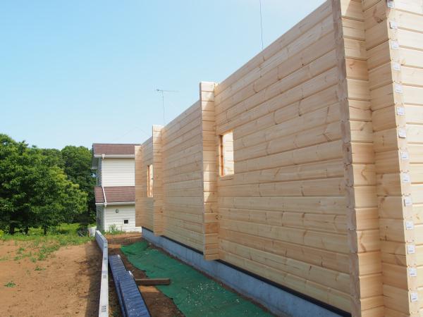 ホンカ ログハウス 建て方 (4)
