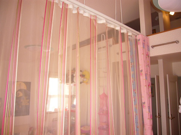 吊り下げカーテン ホンカ2