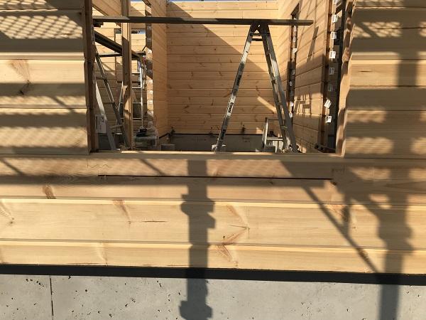 ログハウス建て方工事4