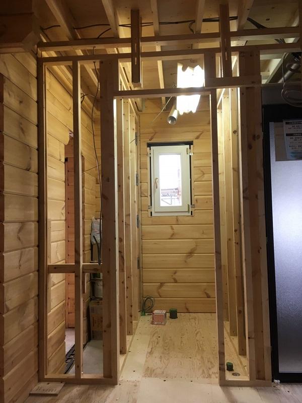 ログハウス 本物の 木の家 ホンカ 木工事3