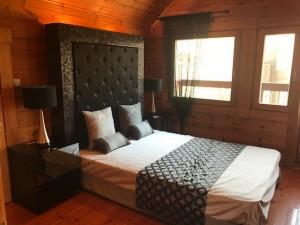 ライカス寝室1