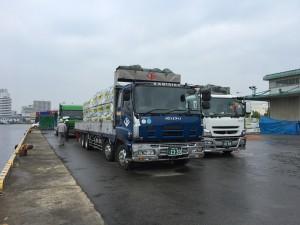 ⑭大型トラック4台に積込み完了しました!いよいよ姫路に向けて出発です。