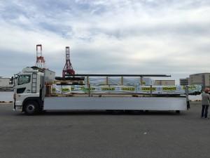 大型トラック4台に積み込み終えました。