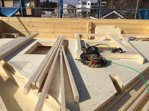 ログハウス建て方工事 妻壁加工組立2