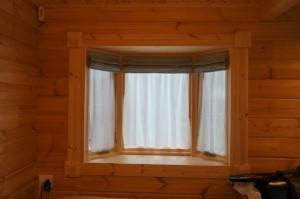 出窓のカーテン